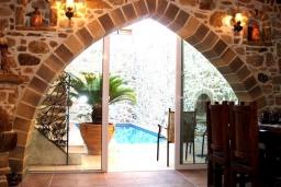 Гостиная. Греция, Превели : Каменный дом с бассейном, террасой и двориком с барбекю, 2 спальни, парковка, Wi-Fi