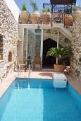 Бассейн. Греция, Превели : Каменный дом с бассейном, террасой и двориком с барбекю, 2 спальни, парковка, Wi-Fi