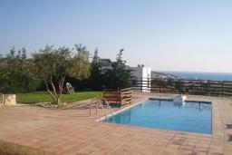 Бассейн. Греция, Превели : Прекрасная вилла с бассейном, зеленым двориком и видом на море, 2 спальни, барбекю, парковка, Wi-Fi