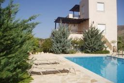 Фасад дома. Греция, Превели : Роскошная вилла с бассейном и зеленым двориком с барбекю, 3 спальни, 2 ванные комнаты, тренажерный зал, парковка, Wi-Fi