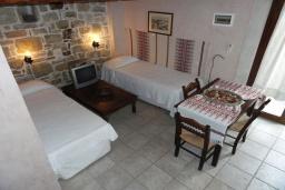 Спальня 2. Греция, Превели : Каменный дом с бассейном и двориком, 5 спален, 4 ванные комнаты, камин, барбекю, парковка, Wi-Fi