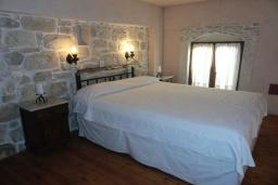 Спальня. Греция, Превели : Каменный дом с бассейном и двориком, 5 спален, 4 ванные комнаты, камин, барбекю, парковка, Wi-Fi