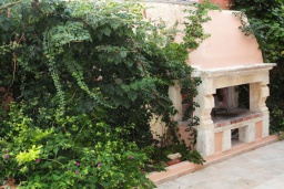 Территория. Греция, Превели : Каменный дом с бассейном и двориком, 5 спален, 4 ванные комнаты, камин, барбекю, парковка, Wi-Fi