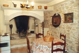 Кухня. Греция, Превели : Каменный дом с бассейном и двориком, 5 спален, 4 ванные комнаты, камин, барбекю, парковка, Wi-Fi