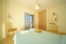 Спальня 2. Греция, Панормо : Роскошная вилла с бассейном в 100 метрах от пляжа, 3 спальни, 3 ванные комнаты, барбекю, парковка, Wi-Fi