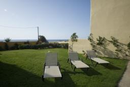 Территория. Греция, Панормо : Роскошная вилла с бассейном в 100 метрах от пляжа, 3 спальни, 3 ванные комнаты, барбекю, парковка, Wi-Fi