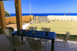 Терраса. Греция, Панормо : Роскошная вилла с бассейном в 100 метрах от пляжа, 3 спальни, 3 ванные комнаты, барбекю, парковка, Wi-Fi