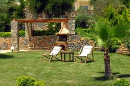 Территория. Греция, Аделе : Роскошная вилла с бассейном и зеленой территорией, 5 спален, 5 ванных комнат, джакузи, барбекю, парковка, Wi-Fi