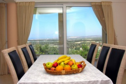 Обеденная зона. Греция, Аделе : Роскошная вилла с бассейном и зеленой территорией, 5 спален, 5 ванных комнат, джакузи, барбекю, парковка, Wi-Fi