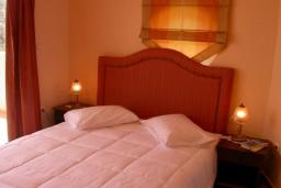Спальня. Греция, Аделе : Роскошная вилла с бассейном и зеленой территорией, 5 спален, 5 ванных комнат, джакузи, барбекю, парковка, Wi-Fi