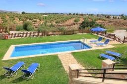 Бассейн. Греция, Плакиас : Прекрасная вилла с бассейном и видом на море, 2 гостиные, 4 спальни, 3 ванные комнаты, парковка, Wi-Fi