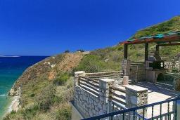 Терраса. Греция, Каливес : Роскошная вилла с бассейном и шикарным видом на море, 150 метров до пляжа, 5 спален, 3 ванные комнаты, джакузи, барбекю, парковка, Wi-Fi