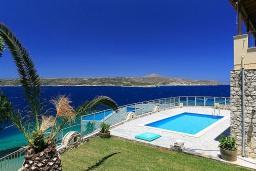 Бассейн. Греция, Каливес : Роскошная вилла с бассейном и шикарным видом на море, 150 метров до пляжа, 5 спален, 3 ванные комнаты, джакузи, барбекю, парковка, Wi-Fi