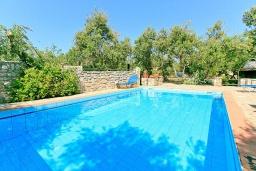 Бассейн. Греция, Малеме : Прекрасная вилла с двумя бассейнами и зеленым двориком с барбекю, 3 спальни, 2 ванные комнаты, джакузи, парковка, Wi-Fi