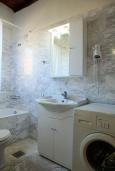 Ванная комната. Греция, Малеме : Прекрасная вилла с двумя бассейнами и зеленым двориком с барбекю, 3 спальни, 2 ванные комнаты, джакузи, парковка, Wi-Fi