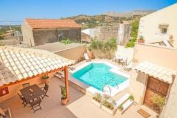 Бассейн. Греция, Ретимно : Прекрасный каменный дом с бассейном и двориком с барбекю, 4 спальни, 3 ванные комнаты, парковка, Wi-Fi