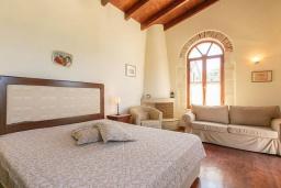 Спальня. Греция, Ретимно : Прекрасный каменный дом с бассейном и двориком с барбекю, 4 спальни, 3 ванные комнаты, парковка, Wi-Fi