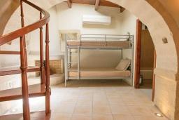 Спальня 3. Греция, Ретимно : Прекрасный каменный дом с бассейном и двориком с барбекю, 4 спальни, 3 ванные комнаты, парковка, Wi-Fi