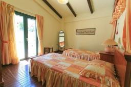 Спальня 2. Греция, Бали : Прекрасная вилла с бассейном и зеленым двориком с барбекю, 2 спальни, парковка, Wi-Fi