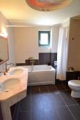 Ванная комната. Греция, Бали : Прекрасная вилла с бассейном и зеленым двориком с барбекю, 2 спальни, парковка, Wi-Fi