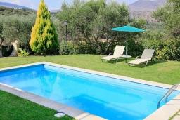 Бассейн. Греция, Каливес : Прекрасная вилла с бассейном и зеленым двориком с барбекю, 3 спальни, 2 ванные комнаты, парковка, Wi-Fi