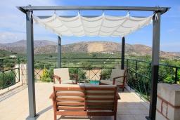 Балкон. Греция, Каливес : Прекрасная вилла с бассейном и зеленым двориком с барбекю, 3 спальни, 2 ванные комнаты, парковка, Wi-Fi