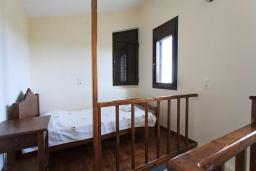 Спальня 4. Греция, Коккино Хорио : Роскошная вилла с бассейном и зеленым двориком с барбекю, 4 спальни, 2 ванные комнаты, парковка, Wi-Fi
