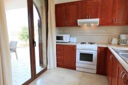 Кухня. Греция, Коккино Хорио : Роскошная вилла с бассейном и зеленым двориком с барбекю, 4 спальни, 2 ванные комнаты, парковка, Wi-Fi