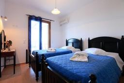 Спальня 3. Греция, Аделе : Шикарная вилла с бассейном и видом на море, 3 спальни, 2 ванные комнаты, зеленый сад, барбекю, парковка, Wi-Fi