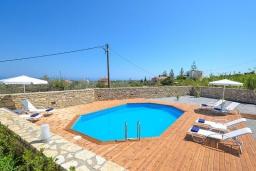 Бассейн. Греция, Ретимно : Прекрасная вилла с бассейном и двориком с барбекю, 3 спальни, 2 ванные комнаты, парковка, Wi-Fi