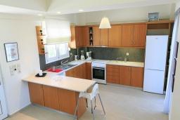 Кухня. Греция, Ретимно : Прекрасная вилла с бассейном и двориком с барбекю, 3 спальни, 2 ванные комнаты, парковка, Wi-Fi