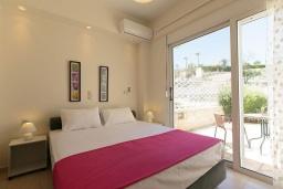 Спальня. Греция, Ретимно : Прекрасная вилла с бассейном и двориком с барбекю, 3 спальни, 2 ванные комнаты, парковка, Wi-Fi