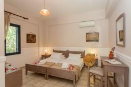 Спальня 2. Греция, Агия Марина : Прекрасная вилла с бассейном и зеленым садом с барбекю, 3 спальни, 2 ванные комнаты, парковка, Wi-Fi