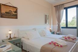 Спальня 3. Греция, Агия Марина : Прекрасная вилла с бассейном и зеленым садом с барбекю, 3 спальни, 2 ванные комнаты, парковка, Wi-Fi