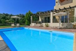 Бассейн. Греция, Ретимно : Шикарная вилла с большим бассейном и зеленым двориком с барбекю, 3 спальни, 2 ванные комнаты, парковка, Wi-Fi