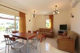 Гостиная. Греция, Ретимно : Шикарная вилла с большим бассейном и зеленым двориком с барбекю, 3 спальни, 2 ванные комнаты, парковка, Wi-Fi
