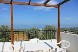 Терраса. Греция, Аделе : Шикарная вилла с бассейном и видом на море, 2 спальни, 2 ванные комнаты, зеленый сад, барбекю, парковка, Wi-Fi