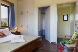 Спальня. Греция, Ретимно : Роскошная вилла с бассейном и видом на море, 3 спальни, 2 ванные комнаты, джакузи, барбекю, парковка, Wi-Fi