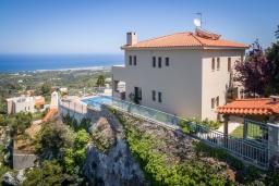 Фасад дома. Греция, Ретимно : Роскошная вилла с бассейном и видом на море, 3 спальни, 2 ванные комнаты, джакузи, барбекю, парковка, Wi-Fi