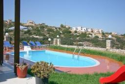 Бассейн. Греция, Аделе : Шикарная вилла с бассейном и видом на море, 3 спальни, 2 ванные комнаты, зеленый сад, барбекю, парковка, Wi-Fi
