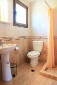 Ванная комната. Греция, Коккино Хорио : Роскошная вилла с бассейном и зеленым двориком с барбекю, 3 спальни, 2 ванные комнаты, парковка, Wi-Fi