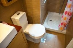 Ванная комната. Греция, Ретимно : Современная вилла с бассейном недалеко от пляжа, 4 спальни, 3 ванные комнаты, барбекю, парковка, Wi-Fi
