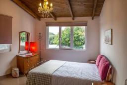 Спальня. Греция, Ретимно : Современная вилла с бассейном недалеко от пляжа, 4 спальни, 3 ванные комнаты, барбекю, парковка, Wi-Fi