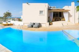 Бассейн. Греция, Ретимно : Современная вилла с бассейном недалеко от пляжа, 4 спальни, 3 ванные комнаты, барбекю, парковка, Wi-Fi