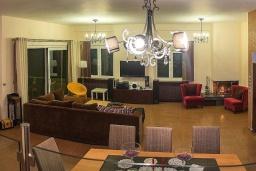 Гостиная. Греция, Ретимно : Современная вилла с бассейном недалеко от пляжа, 4 спальни, 3 ванные комнаты, барбекю, парковка, Wi-Fi