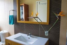 Ванная комната 2. Греция, Ретимно : Современная вилла с бассейном недалеко от пляжа, 4 спальни, 3 ванные комнаты, барбекю, парковка, Wi-Fi