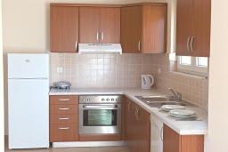 Кухня. Греция, Бали : Современная вилла с бассейном и барбекю, 4 спальни, 2 ванные комнаты, парковка, Wi-Fi