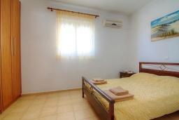 Спальня. Греция, Бали : Современная вилла с бассейном и барбекю, 3 спальни, 2 ванные комнаты, парковка, Wi-Fi