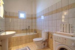 Ванная комната. Греция, Бали : Современная вилла с бассейном и барбекю, 3 спальни, 2 ванные комнаты, парковка, Wi-Fi