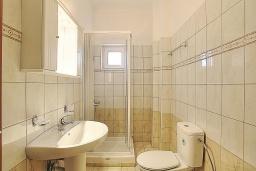 Ванная комната. Греция, Бали : Современная вилла с бассейном и барбекю, 4 спальни, 2 ванные комнаты, парковка, Wi-Fi